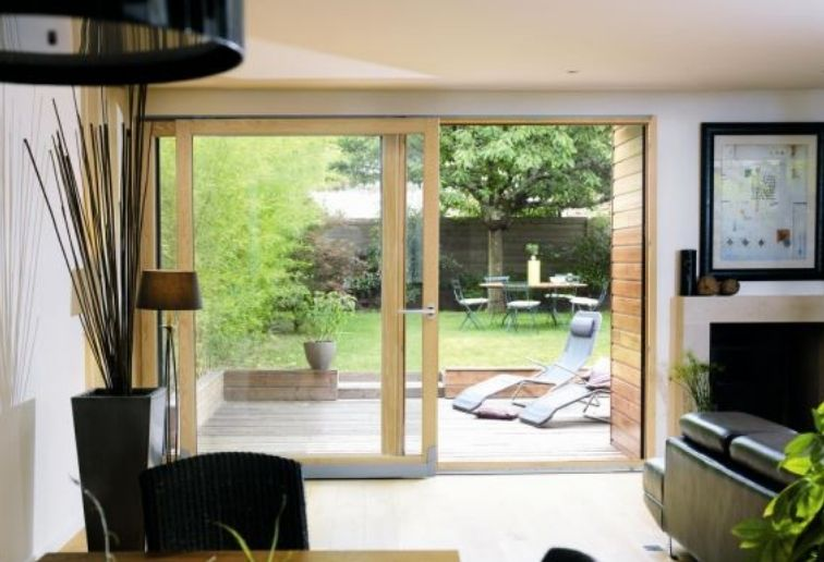 Baie vitrée bois clair moderne - ©ELVA - EPMR